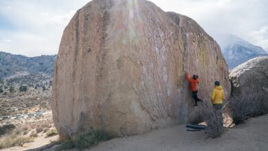 Photo of Rock Climbing vs Bouldering [What's the Difference?]