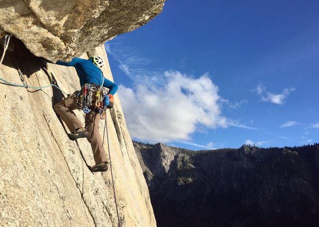 trad vs sport climbing